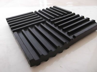 There is one rubber pad displayed, it has ribs on the surface which forms four parts crossed.