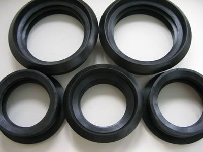 There are five ring rubber gaskets, they have different sizes.