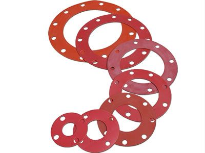 Seven solid silicone gaskets are shown to us, they have different sizes.