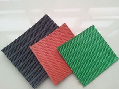 Three rubber pads, black, red and green, all have raised groove design on the surface.